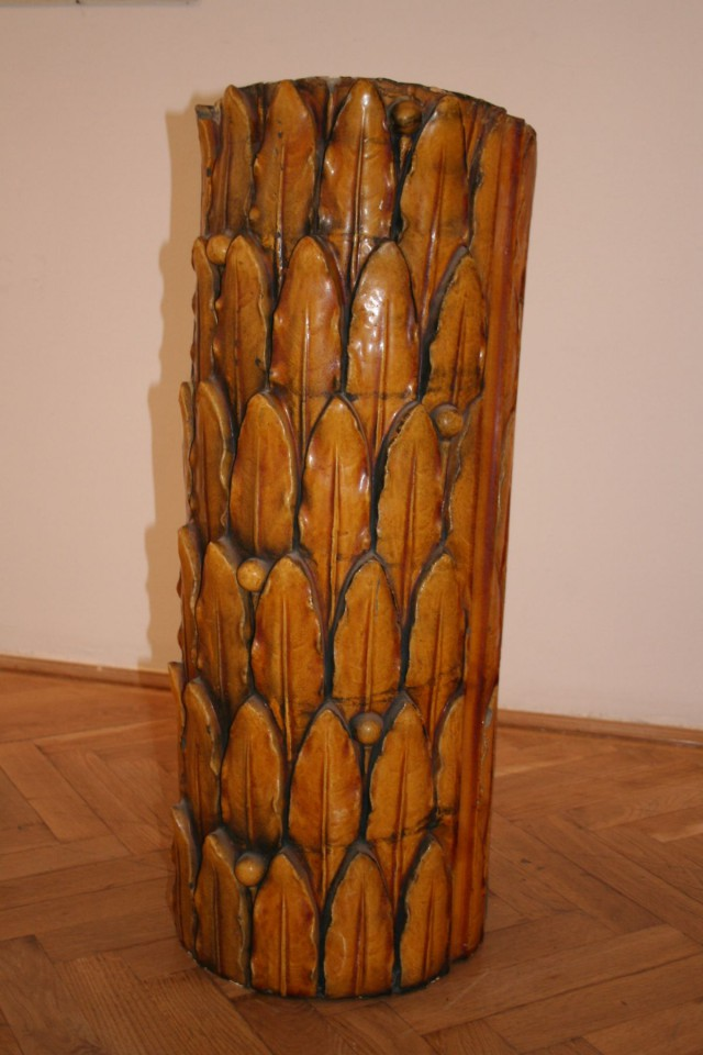 Zsolnay-kerámia az Anker-házból a Budapest színes város címő kiállításról (Ernst Múzeum, 2005, kurátor: Millisits Máté)